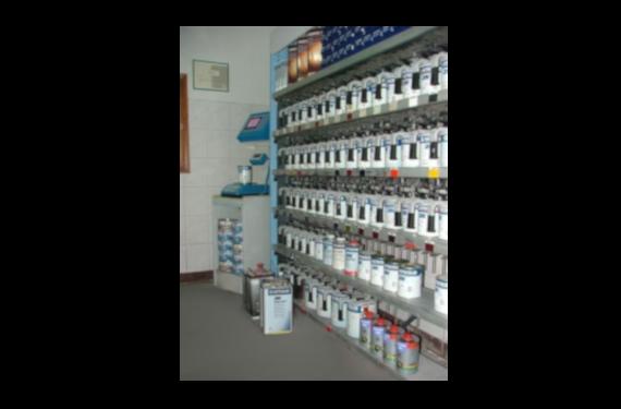 Mieszalnia lakierów wodnych firmy AutoColor  i mieszalnia lakierów wodnych firmy Glasurit